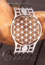 Armreif  Blume des Lebens  mit 19 Swarovski Kristallen