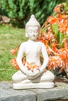 Buddha - Keramik elfenbeinfarben