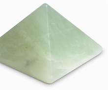 Serpentin (China Jade),   Pyramide 3 cm