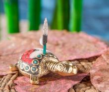 Räucherstäbchenhalter - Schildkröte, Messing mit Steinen