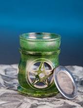 Aromalampe und Siebgefäß in Einem Pentagrramm, grün